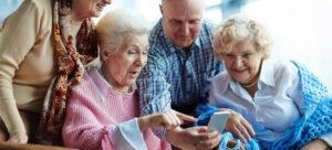 Quel téléphone portable choisir pour une personne âgée